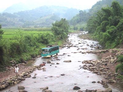 旅游最佳路线:从蕨溪出发到七里乡乘车上山,每逢2,5,8有班车直到